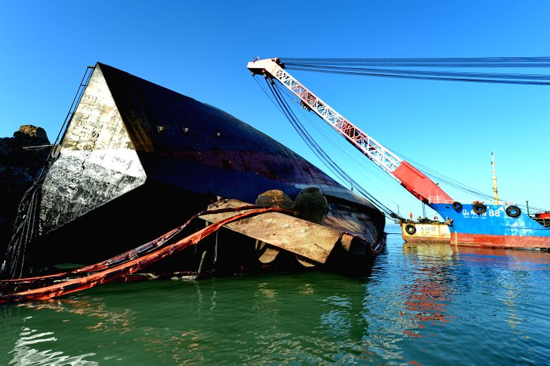 Cargo ship ANA is salvaged on the water area off Jibi Village, Luoyuan County, southeast China's Fujian Province, July 29, 2014. The cargo ship spilled oil after it