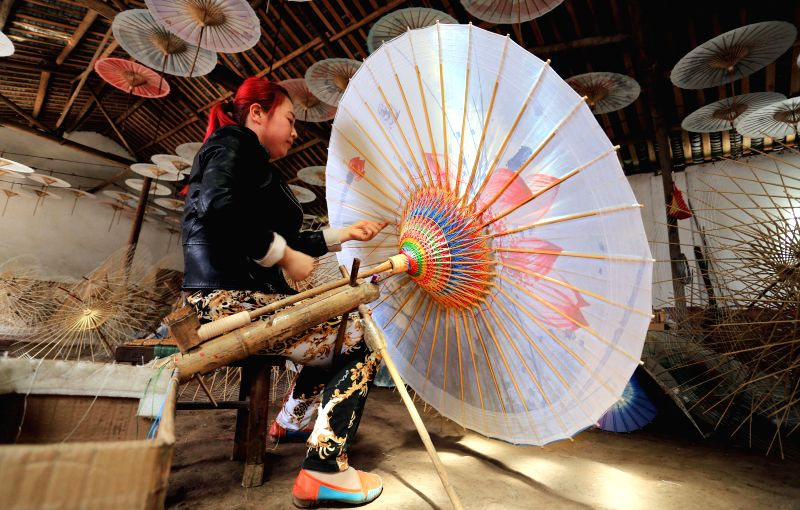 A villager makes an oil paper umbrella at Fenshuiling Township in Luzhou City, southwest China's Sichuan Province, April  12, 2015. The history of Luzhou's oil ...