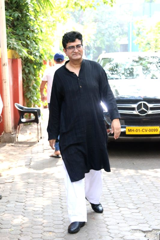 Lyricist-poet and censor board chief Prasoon Joshi has penned a poem on the 21-day national lockdown. His composition evocatively tries expressing the fact that Prime Minister Narendra Modi's call for all to stay indoors over 21 days is essential to