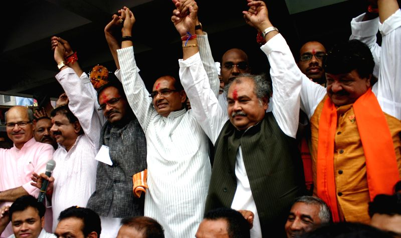 Madhya Pradesh Chief Minister and BJP leader Shivraj Singh Chouhan celebrates party's performance in 2014 Lok Sabha Elections with party workers in Bhopal on May 16, 2014.