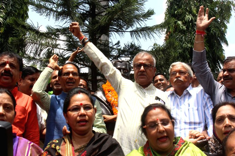 Madhya Pradesh Chief Minister and BJP leader Shivraj Singh Chouhan along with party leaders celebrates party's win in the recent Madhya Pradesh Local Body Election in Bhopal on Aug 16, 2017.