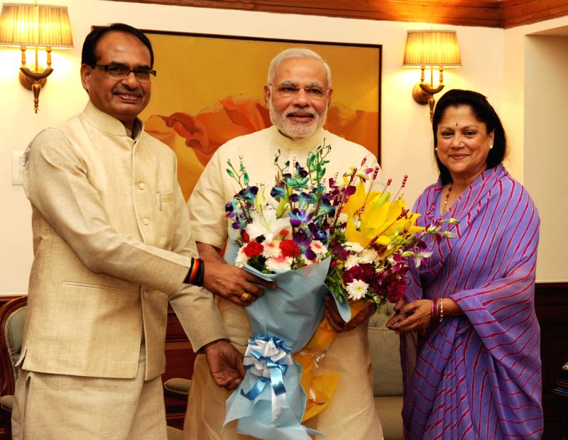 Madhya Pradesh Chief Minister Shivraj Singh Chouhan and Rajasthan Chief Minister Vasundhara Raje call on Prime Minister Narendra Modi in New Delhi on September 04, 2014. - Shivraj Singh Chouhan and Narendra Modi