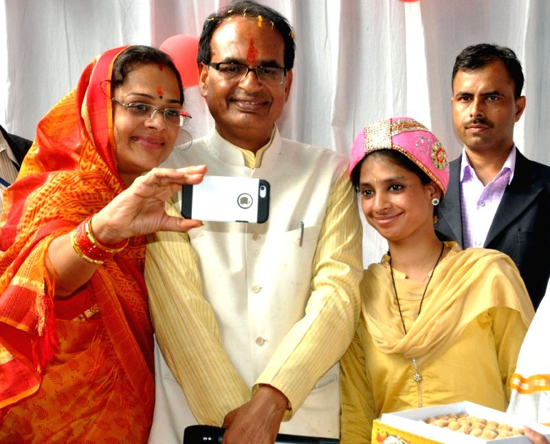 Madhya Pradesh Chief Minister Shivraj Singh Chouhan meets Geeta, a deaf and mute woman who was stranded in Pakistan for over a decade; in Indore on Nov 29, 2015. - Shivraj Singh Chouhan