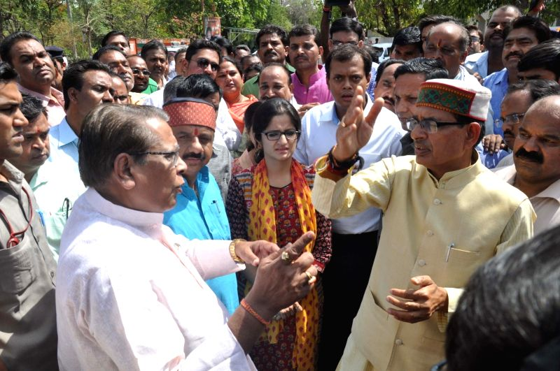Madhya Pradesh Chief Minister Shivraj Singh Chouhan inspects the new site of the Smart City project at North TT Nagar in Bhopal on May 17, 2016. - Shivraj Singh Chouhan