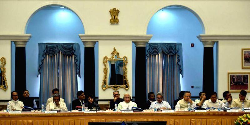 Madhya Pradesh Chief Minister Shivraj Singh Chouhan, Karnataka Chief Minister Siddaramaiah, Jammu and Kashmir Chief Minister Mehbooba Mufti, Haryana Chief Minister Manohar Lal Khattar, Goa ... - Shivraj Singh Chouhan, Mehbooba Mufti, Manohar Lal Khattar and Raman Singh