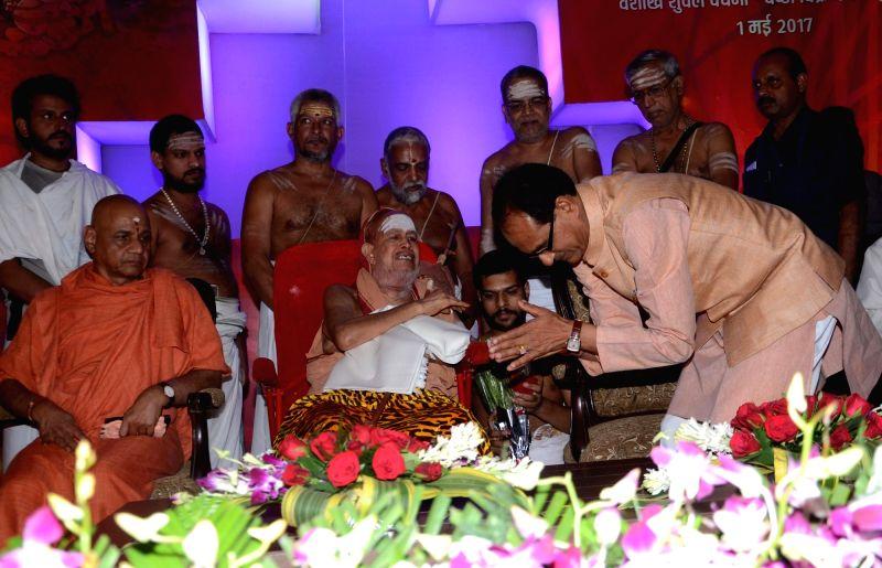 Madhya Pradesh Chief Minister Shivraj Singh Chouhan seeks blessings of Kanchi Shankaracharya Jayendra Saraswati during a programme organised on birth anniversary of Adi Shankaracharya in ... - Shivraj Singh Chouhan