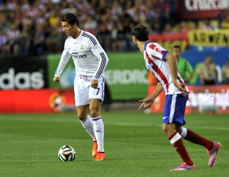 Real Madrid's Cristiano Ronaldo (L) competes during their Spanish Super Cup match against Atletico Madrid at the Vicente Calderon Stadium in Madrid on August 22, ...