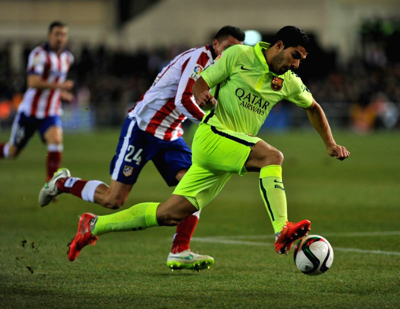 Barcelona's Luis Suarez competes during the King's Cup quarter-final second leg match against Atletico Madrid at the Vicente Calderon Stadium in Madrid, Spain, Jan.