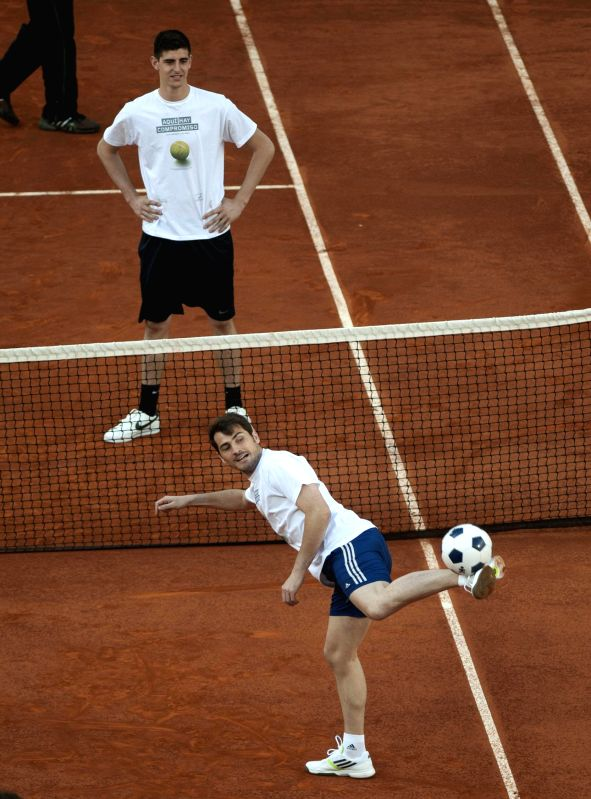 Spanish footballer Iker Casillas (down) and Atletico Madrid goalkeeper Courtois show at The Mutua Madrid Open tennis tournament for charity. Spanish footballer Iker ...