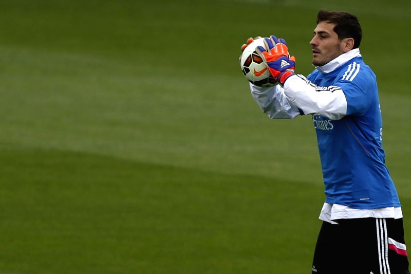 Real Madrid's Spanish goalie Iker Casillas, during a team's training session at Valdebebas sports city in Madrid, Spain, 10 April 2015. Real Madrid will face Eibar in a Spanish Primera ...