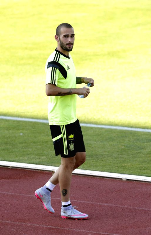 : Madrid: Spanish national soccer team´s Aleix Vidal during a training session at Ciudad del Futbol de Las Rozas in Madrid, Spain, 08 June 2015, as preparation for their match against Costa Rica and ...