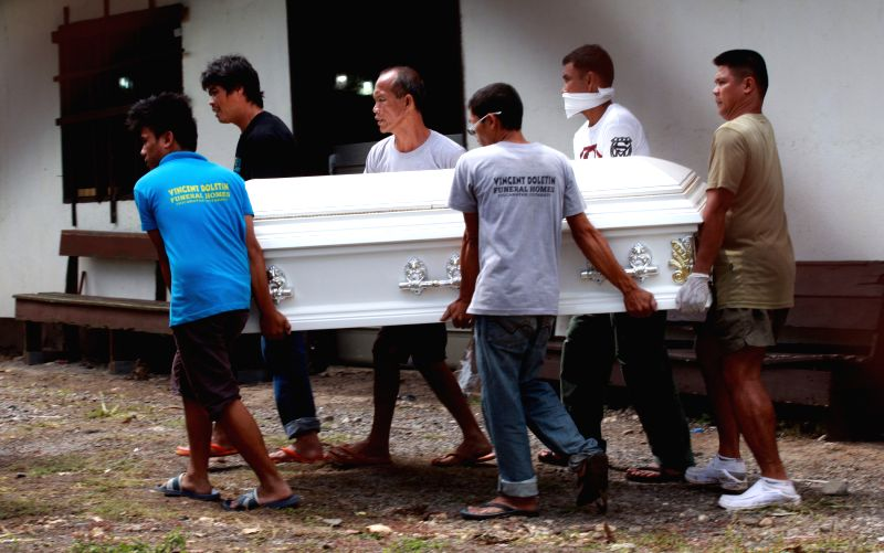 Policemen carry a coffin of their colleague in Maguindanao Province, the Philippines, Jan. 27, 2015. Forty-nine Philippine police personnel were believed to be .
