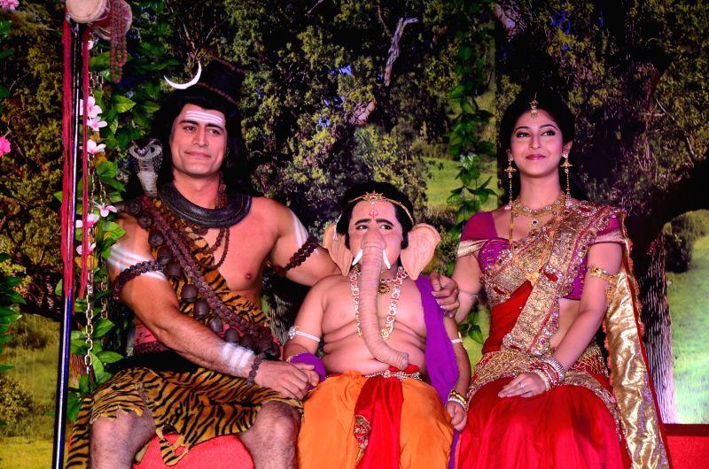 Mahadev, Ganpati and Parvati on a jhoola on the sets of Devon Ke Dev Mahadev.