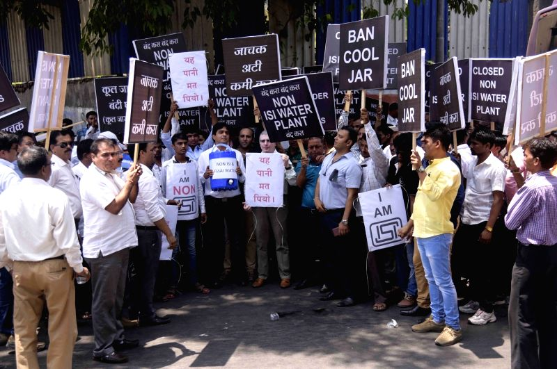 Maharashtra Bottle Water Manufacturers Association stage a demonstration against FDA to stop illegal water plants in Mumbai on April 20, 2017.