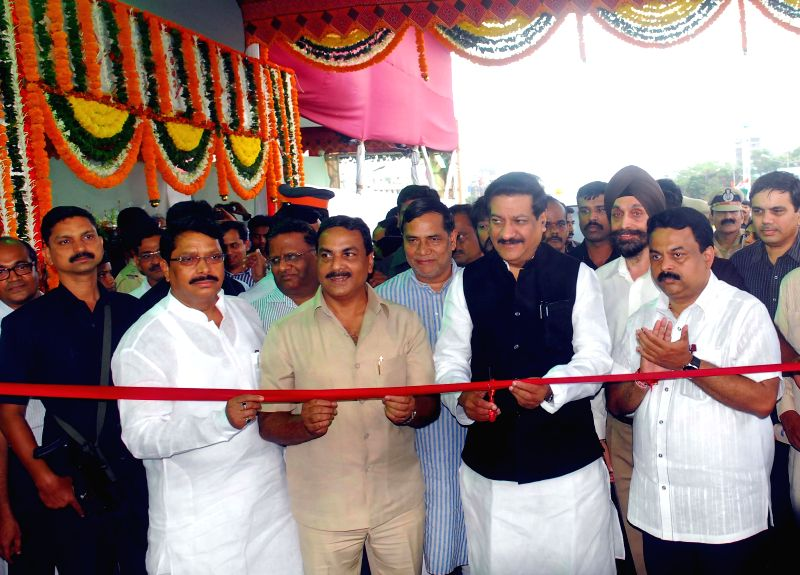 Maharashtra Chief Minister Prithviraj Chavan inaugurating Kherwadi bridge in Mumbai on June 16, 2014.