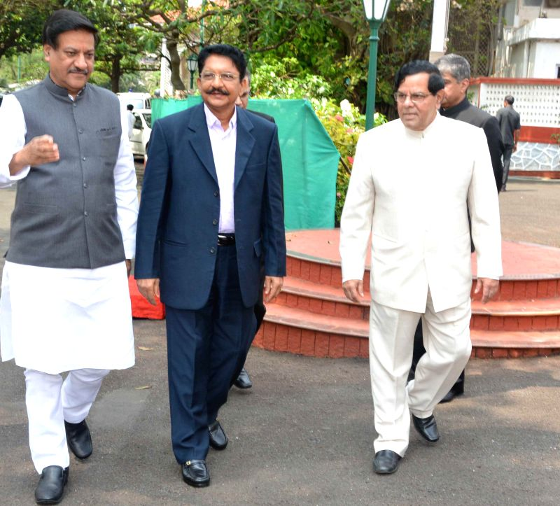 Maharashtra Chief Minister Prithviraj Chavan welcomes the Governor-designate of Maharashtra Chennamaneni Vidyasagar Rao in Mumbai on Aug 29, 2014. - Prithviraj Chavan and Chennamaneni Vidyasagar Rao