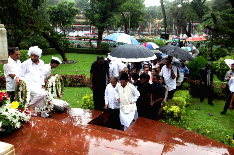 Maharashtra Chief Minister Prithviraj Chavan with other Congress leaders paid floral tributes to freedom fighters on the occasion of the 72nd anniversary of Quit India Movement in Mumbai on Aug. 9, ..