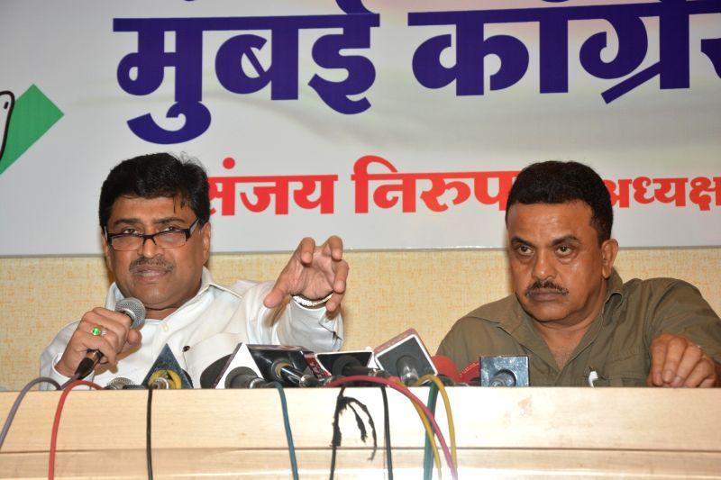 Maharashtra Congress chief Ashok Chavan (L) addresses a press conference in Mumbai on May 19, 2017. Also seen Mumbai Congress chief Sanjay Nirupam (R).