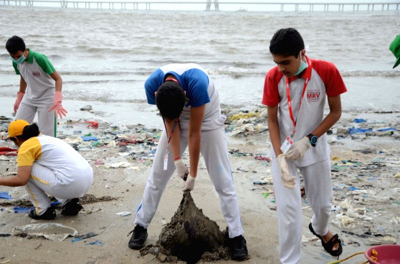 Maharashtra Education Trust (MET) students cleaning up Mahim beach in Mumbai on Aug 4, 2018.