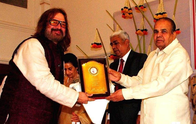 Maharashtra Governor K Sankaranarayanan felicitates Indian tabla player Vijay Ghate on Maharashtra Day at Raj Bhavan in Mumbai on May 1, 2014.