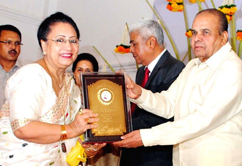 Maharashtra Governor K Sankaranarayanan felicitates classical singing Begum Parveen Sultana on Maharashtra Day at Raj Bhavan in Mumbai on May 1, 2014.