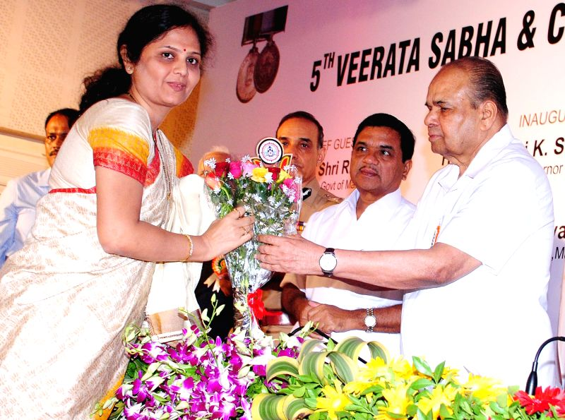 Maharashtra Governor K. Shankarnarayanan, Home Minister R R Patil, Commissionar of Police Dr ...