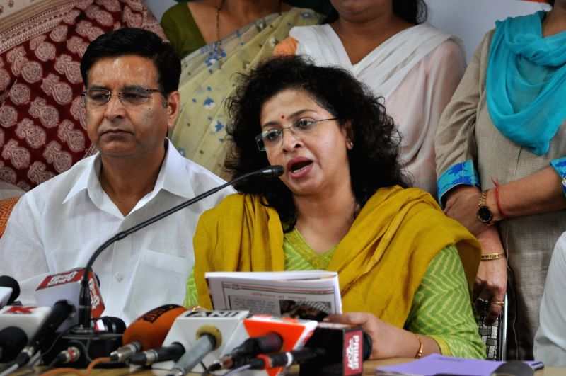 Mahila Congress President Shobha Oza  addresses a press conference in Dehradun on May 31, 2017.