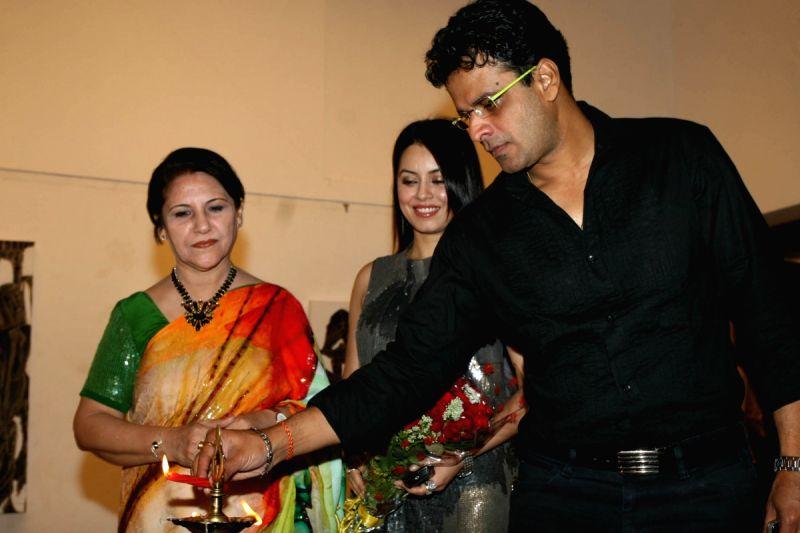 Mahima Chaudhary and Manoj Bajpai grace poet and artist Kiran Chopra's exhibition at Jehangir Art Gallery. - Kiran Chopras and Manoj Bajpai