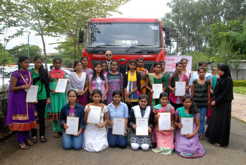 Mahindra Trucks and Buses Limited MD and CEO Mr. Nalin Mehta with the daughters of truck drivers who were awarded Mahindra Saarthi Abhiyaan scholarships in Pune on Aug 28, 2014. - Nalin Mehta