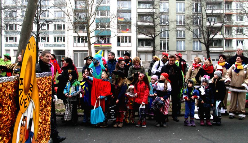 MAINZ(GERMANY), Feb. 17, 2015 Children stand by the road waiting for candies during the traditional Rose Monday carnival parade in the western German city of Mainz, Feb. 16, 2015.  ...