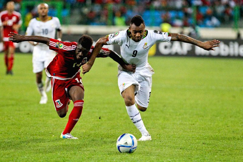 Jordan Pierre Ayew (R) of Ghana vies with Enrique Boula Senobua of Equatorial Guinea during the semi-final match of Africa Cup of Nations between Ghana and Equatorial