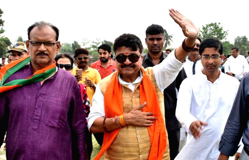 Malda: BJP leader Kailash Vijayvargiya during election campaign in Malda on April 17, 2019.