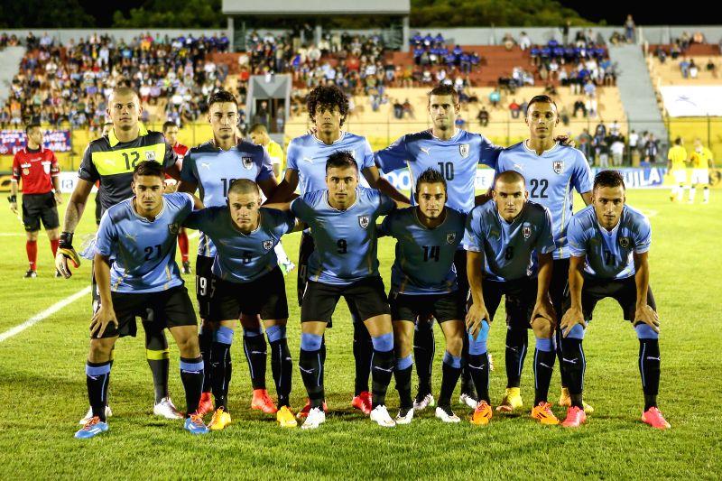 Uruguay's players pose prior to a South American U-20 football match against Colombia in Maldonado, Uruguay, Jan. 15, 2015. Uruguay won 1-0. (Xinhua/Xu ...