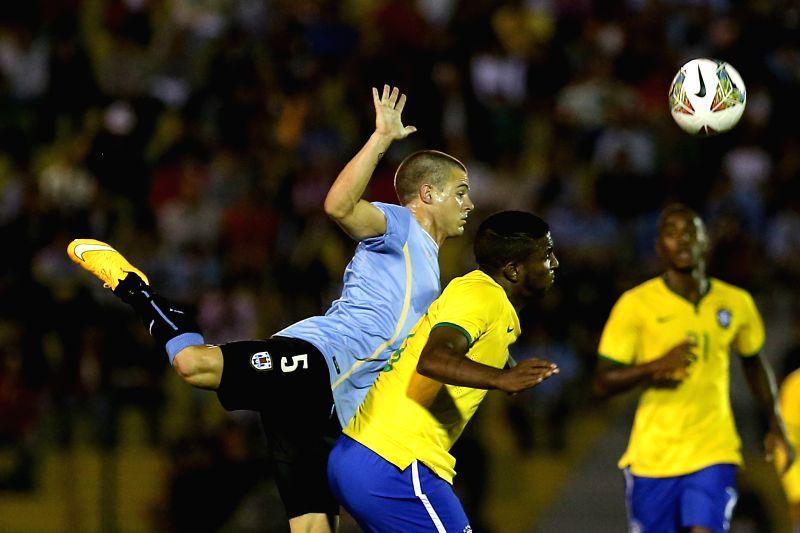 Uruguay's Nahitan Nandez (L) competes during the South American U-20 football match between Uruguay and Brazil in Maldonado, Uruguay, Jan. 17, 2015. Uruguay won ..