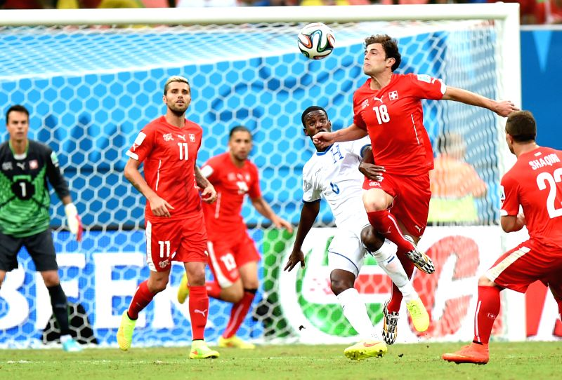 Switzerland's Admir Mehmedi (2nd R) competes for a header during a Group E match between Honduras and Switzerland of 2014 FIFA World Cup at the Arena Amazonia ...