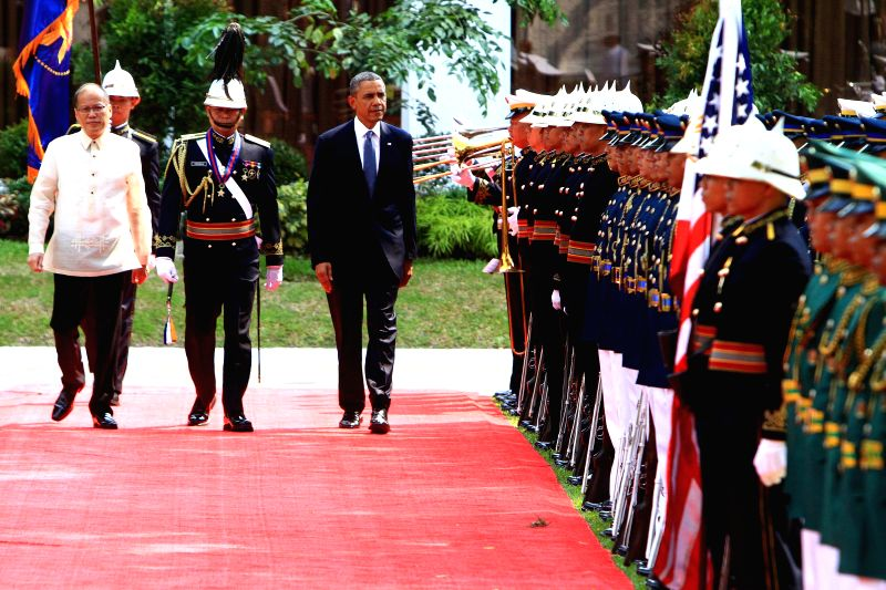 U.S. President Barack Obama (3rd L) and Philippine President Benigno Aquino III (1st L) attend an arrival ceremony at the presidential palace in Manila, the ...