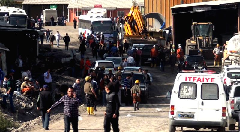 People rescue the trapped miners in the Soma district of Turkey's Manisa province on May 13, 2014. At least 17 miners have been killed, 11 injured and more than 200 ..
