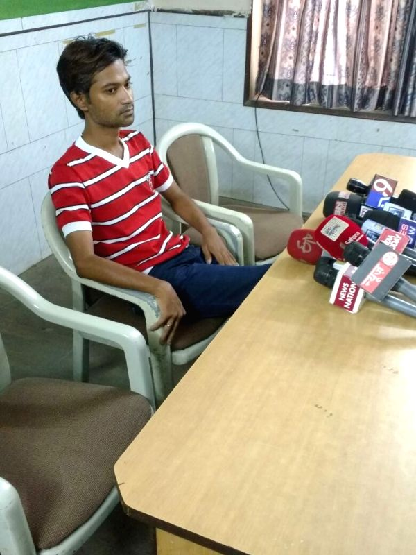 Manish L Bhangale, an ethical hacker, who hacked into the call records registered in the name of the don's wife Mehjabin Shaikh addresses a press conference in Mumbai on May 21, 2016.