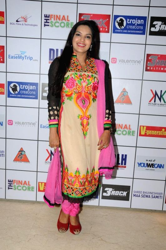 Mansi Pritam during the Satinder Sartaj's `Mehefil-e-Sartaaj` live concert at Hotel Novotel in Juhu, Mumbai on Saturday, June 21, 2014.