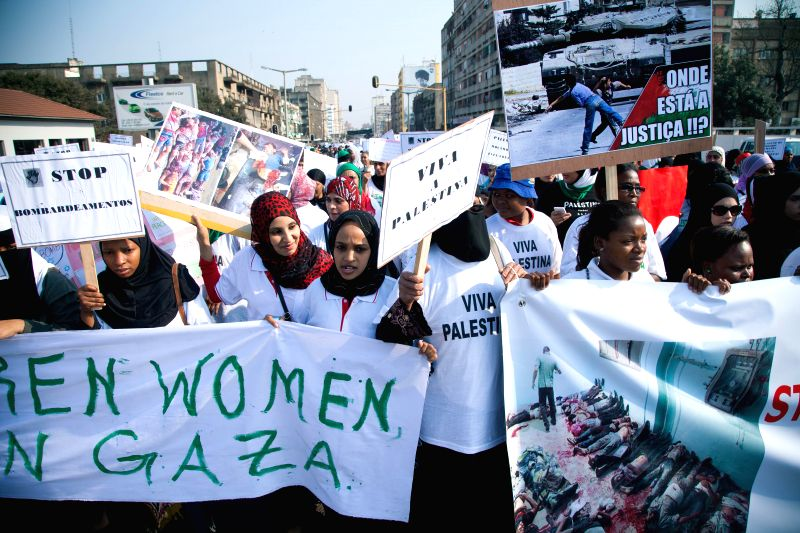 MAPUTO, Aug. 2, People participate in a pro-palestinian demonstration organized by the Mozambican Human Rights League in Maputo, Mozambique, on Aug. 2, 2014. Around 2,000 people took part