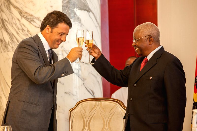 Mozambican President Armando Guebuza (R) meets with the visiting Italian Prime Minister Matteo Renzi in Maputo, Mozambique, on July 19, 2014.  It is the first time ..