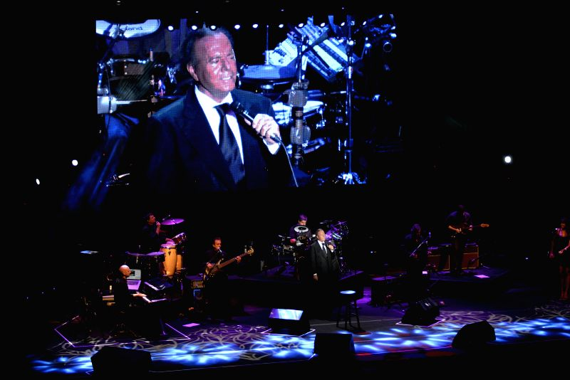 Spanish singer Julio Iglesias (C) performs during his concert in the Starlite 2014 Festival, in Marbella, Spain, on Aug. 13, 2014.  .