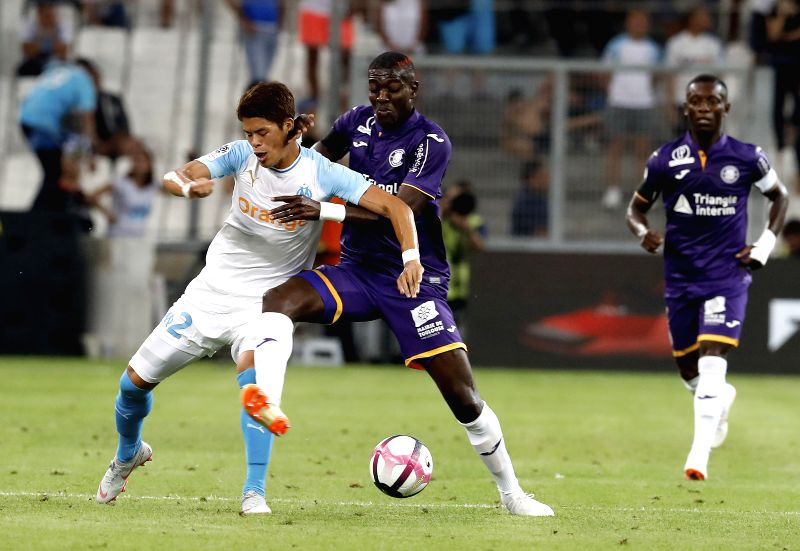 MARSEILLE, Aug. 11, 2018 - Hiroki Sakai (L) of Marseille vies with Ibrahim Sangare of Toulouse during the French Ligue 1 football match 2018-19 season 1st round in Marseille, France on Aug. 10, 2018. ...
