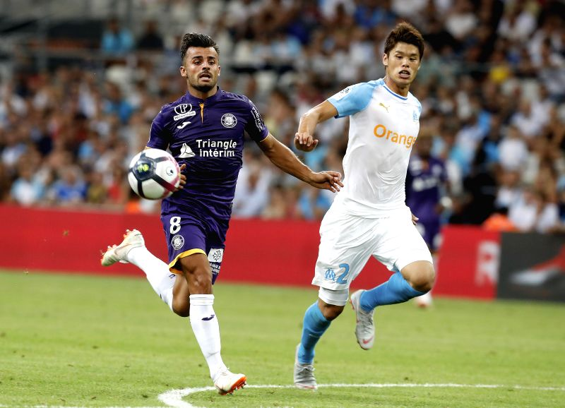 MARSEILLE, Aug. 11, 2018 - Hiroki Sakai (R) of Marseille vies with Corentin Jean of Toulouse during the French Ligue 1 football match 2018-19 season 1st round in Marseille, France on Aug. 10, 2018. ...