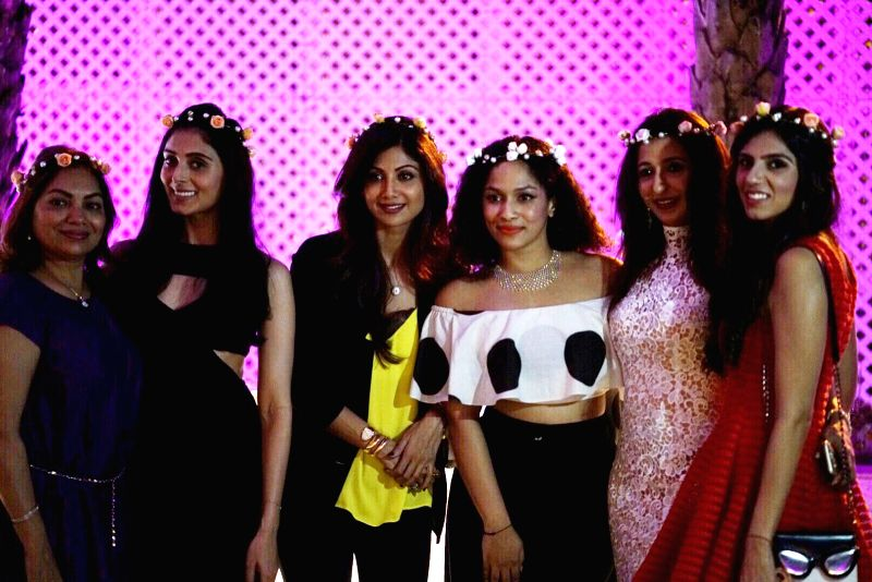 Masaba Gupta with Shilpa Shetty Kundra, Pernia Qureshi, Nishka Lulla and friends - Shilpa Shetty Kundra