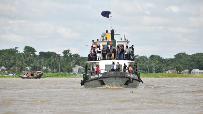 Bangladeshi rescuers search the location after a ferry accident on the Padma River in Munshiganj district, some 37 km from capital Dhaka, Bangladesh, Aug. 4, 2014. A ...