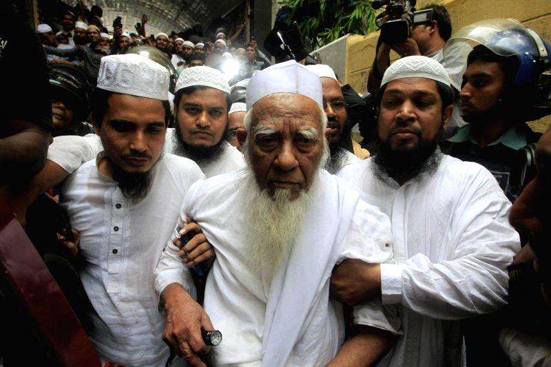 May 6, 2013 - Dhaka, Bangladesh - Bangladeshi Police escort Hefajat-e-Islam movement veteran leaser ...