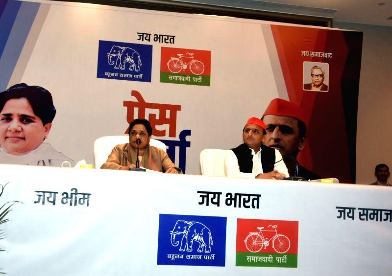 Mayawati and Akhilesh Yadav. (File Photo: IANS)(Image Source: IANS News)