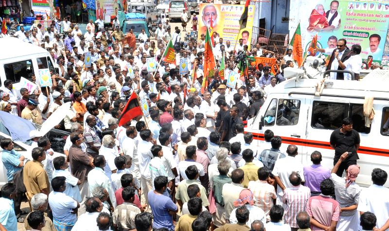 MDMK chief Vaiko during an election campaign rally in Tenkasi of Tamil Nadu on April 11, 2014.