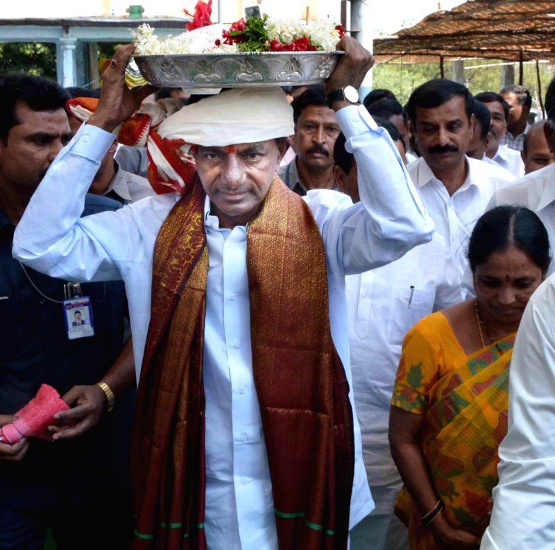 Telangana Chief Minister K Chandrasekhar Rao during his visit to Sri Lakshmi Narasimha Swamy Temple in Medak district of Telangana on March 12, 2015. - K Chandrasekhar Rao